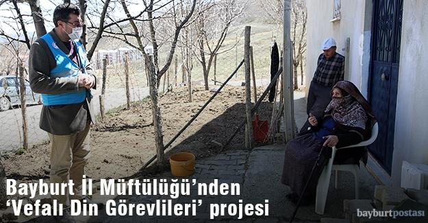 Din görevlileri yaşlılara manevi destek veriyor