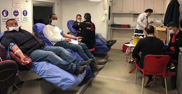 Müftülük personeli Kızılay'a kan bağışında bulundu