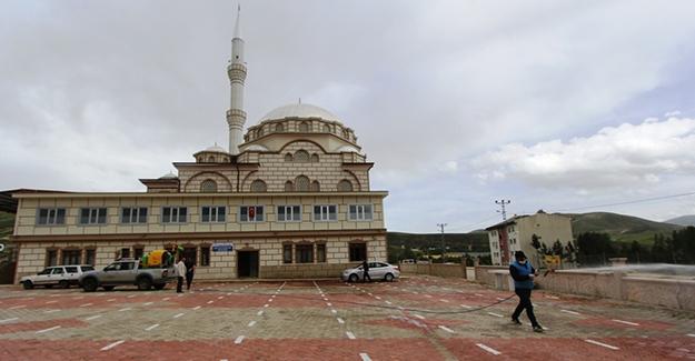 Camiler ibadete açılıyor