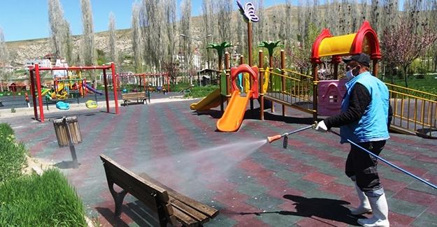 Çocuk Parkları ilaçlanıyor