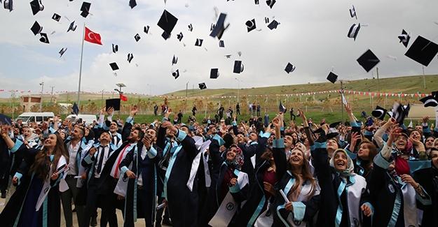Bayburt Üniversitesi, diplomaları evlere gönderecek