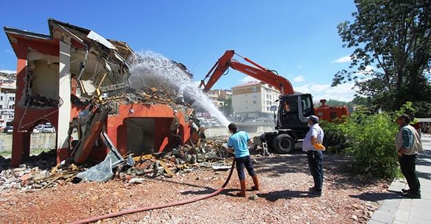 Şehit Nusret Parkı'nda yıkıma devam
