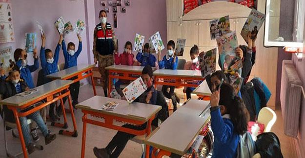 Jandarmadan, Şehit Gürcan Yavuz İlkokulu öğrencilerine eğitim