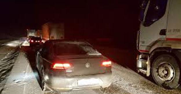 Kop Dağı'nda buzlanma, kayan araç Volvo Jeep'e çarptı!