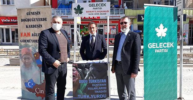 Uygur Türkleri için Bayburt'ta imza kampanyası