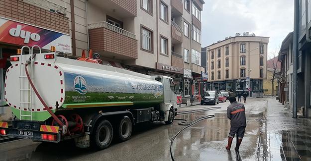 Bayburt Belediyesi cadde ve sokakları yıkıyor