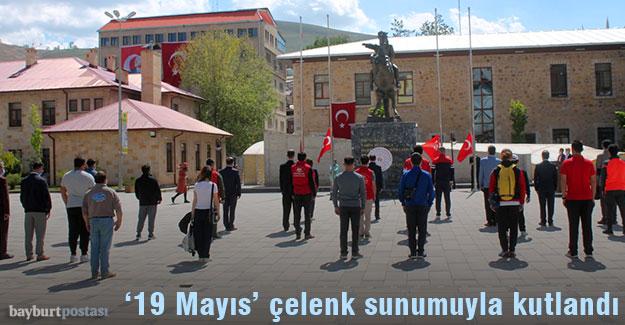 Bayburt'ta '19 Mayıs' çelenk sunma töreniyle kutlandı