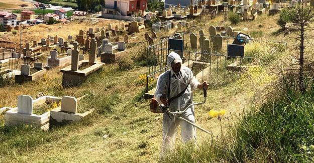 Bayburt Belediyesi'nden mezarlıklara bakım