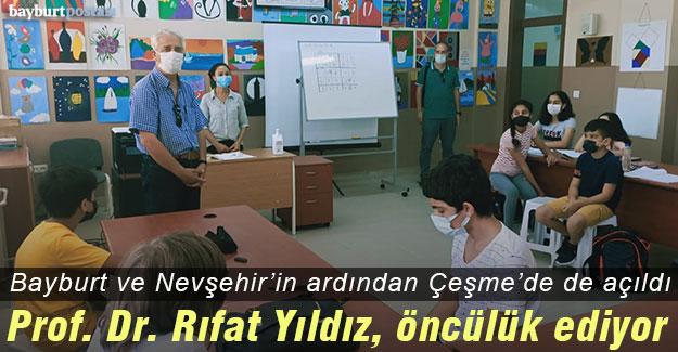 Prof. Dr. Rıfat Yıldız, Matematik Atölyelerinin kurulmasına öncülük ediyor