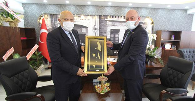 Başkan Pekmezci'den Bayburt Barosu'na ziyaret