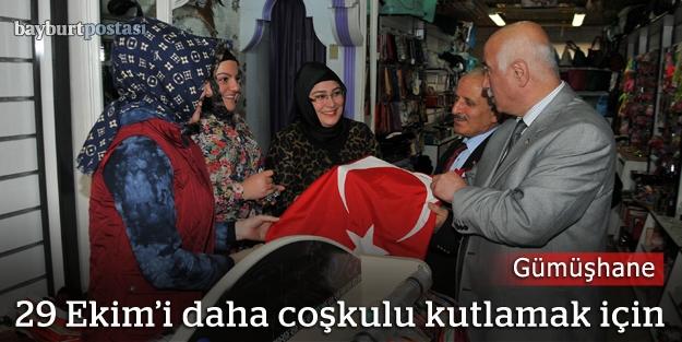 29 Ekim için Türk bayrağı dağıtıldı