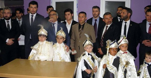 Bayburt'ta 40 çocuk erkekliğe ilk adımı attı