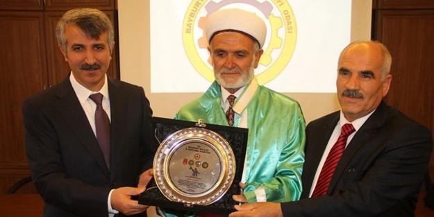Bayburt'ta yılın ahisi berber ustası seçildi