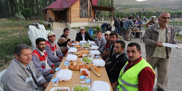 Belediye çalışanları toplu iftarda