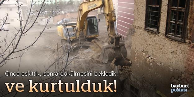 Bir harabe yapı daha yıkıldı