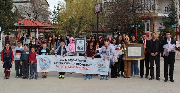 Davutoğlu'na karakalem portre sürprizi