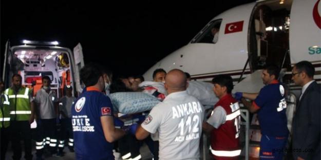Gazzeli 26 yaralıyı askeri uçak getiriyor