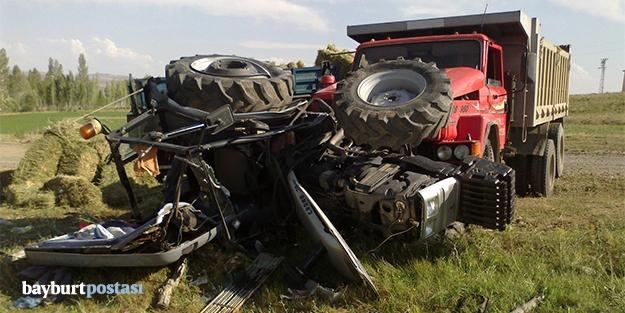 Kamyon ot yüklü traktörle çarpıştı: 6 yaralı