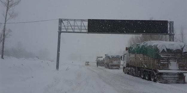 Kop'ta kar yağışı arttı: Ulaşımda...