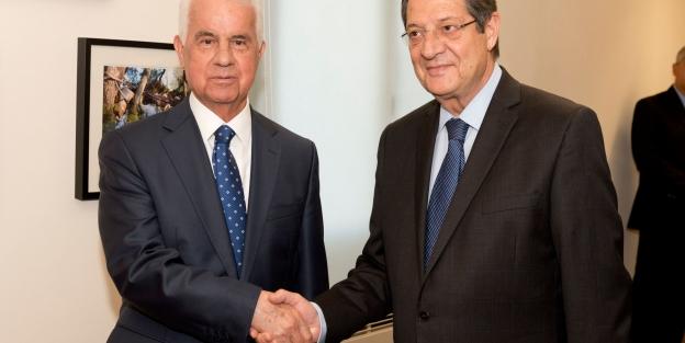 Kıbrıs müzakerelerinde sinirler gerildi; Anastasiadis masayı terk etti