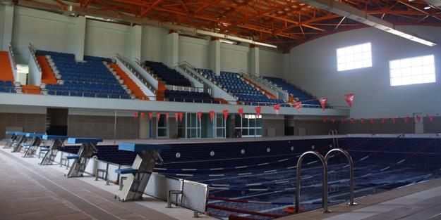 Olimpik havuz açılmadan sökülmeye başlandı