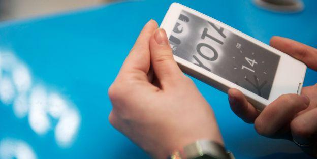 Rusya'nın ilk akıllı telefonu YotaPhone satışa sunuldu