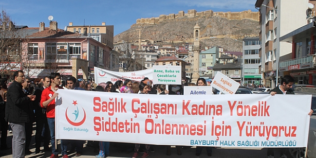 Sağlık çalışanları 'şiddete hayır' için yürüdü