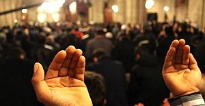 Camilerde Kadir Gecesi izdihamı