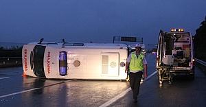 Ambulans devrildi: 2 yaralı