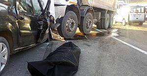 Otomobille kamyon çarpıştı: 1 ölü, 4 yaralı