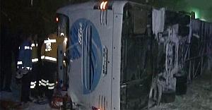 Erzurum#039;da yolcu otobüsü devrildi: 22 yaralı