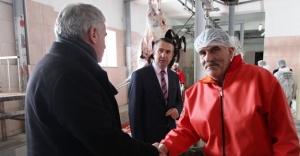 Başkan Memiş, mezbahanede incelemelerde bulundu