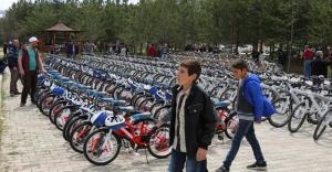500 öğrenciye bisiklet dağıtıldı