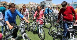 400 öğrenciye daha bisiklet dağıtıldı