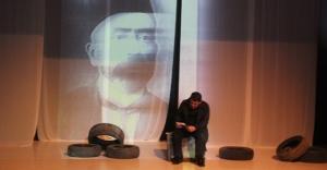 Emin Ersoy'un hayatı tiyatro sahnesinde