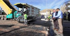 Başkan Memiş, asfalt çalışmalarını yerinde inceledi