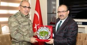 Tümgeneral Özkara'dan Vali Ustaoğlu'na ziyaret
