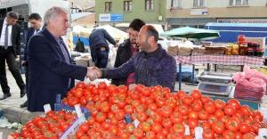 Başkan Memiş'ten pazar esnafına ziyaret