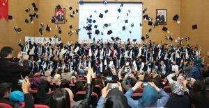 Bayburt MYO'da mezuniyet sevinci