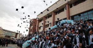 BAYÜ'de mezuniyet heyecanı devam ediyor
