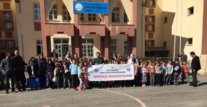 Atatürkçü Düşünce Kulübü'nden Arpalı'ya kitap bağışı