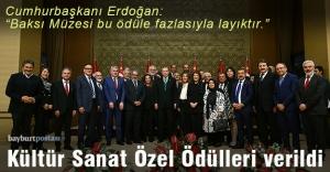 Prof. Koçan, ödülünü Erdoğan'ın elinden aldı