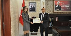 Kaymakam Erdoğan'dan sağlık çalışanlarına başarı belgesi