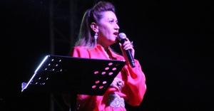 Azerin ve İlyas Yalçıntaş konserine büyük ilgi