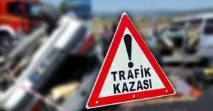 Bayburt'ta kamyonet ile otomobil çarpıştı: 4 yaralı