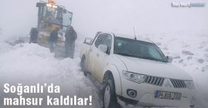 Karda mahsur kalan 2 kişi kurtarıldı