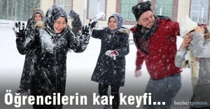 Bayburt Üniversitesi'nde kar keyfi