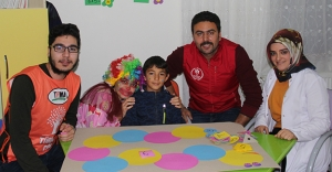 Gönüllü gençler engelli bireylerle bir araya geldi