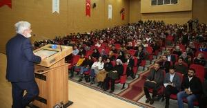 İhsan Aktaş, 'Üç Tarzı Siyaset'i anlattı