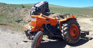 Bayburt'ta traktör ile otomobil çarpıştı: 3 yaralı